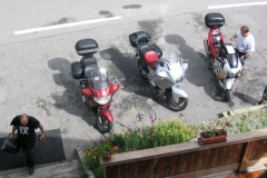 7-17N_Trois_Moto_au_Auberge_Le_Cret_Folliet