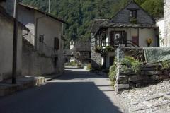 K1024_Tag4-21 Ortsdurchfahrt im Val Verzasca (CH)