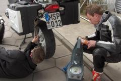 K1024_1.Mai 11-Stop bei Miltach Reifenpanne