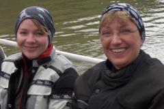 K1024_3.Mai 31-Judith und Margot auf dem Wasser